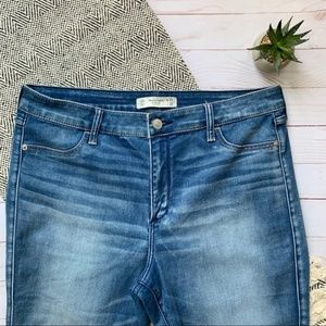A&F Light Wash High Rise Jegging Jeans Size 14